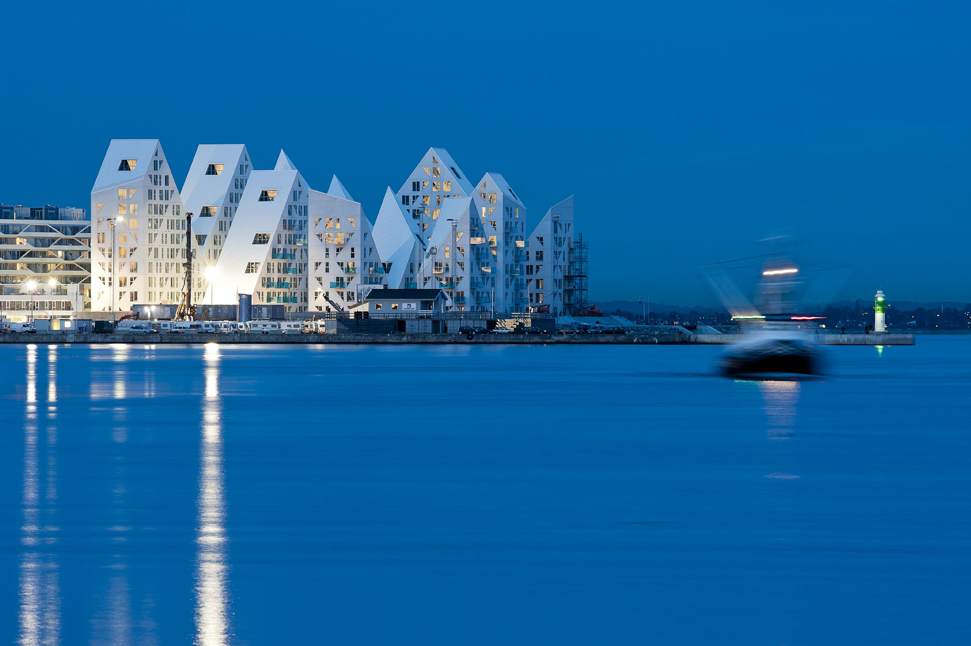Isbjerget housing project by search cebra jds louis for Architect search