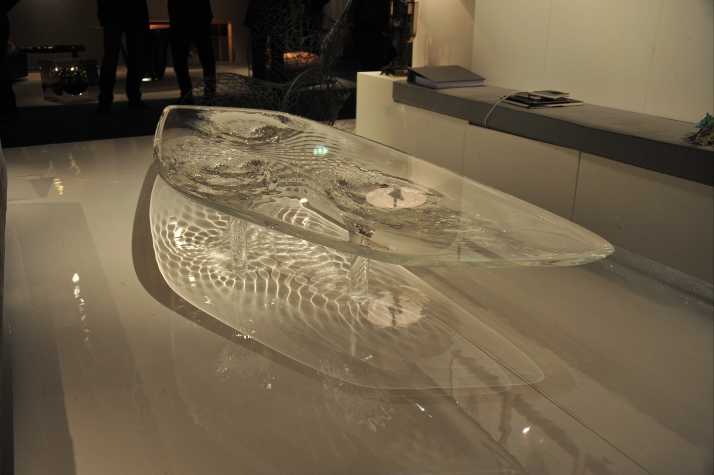 Liquid glacial table by zaha hadid architects for Glass design table