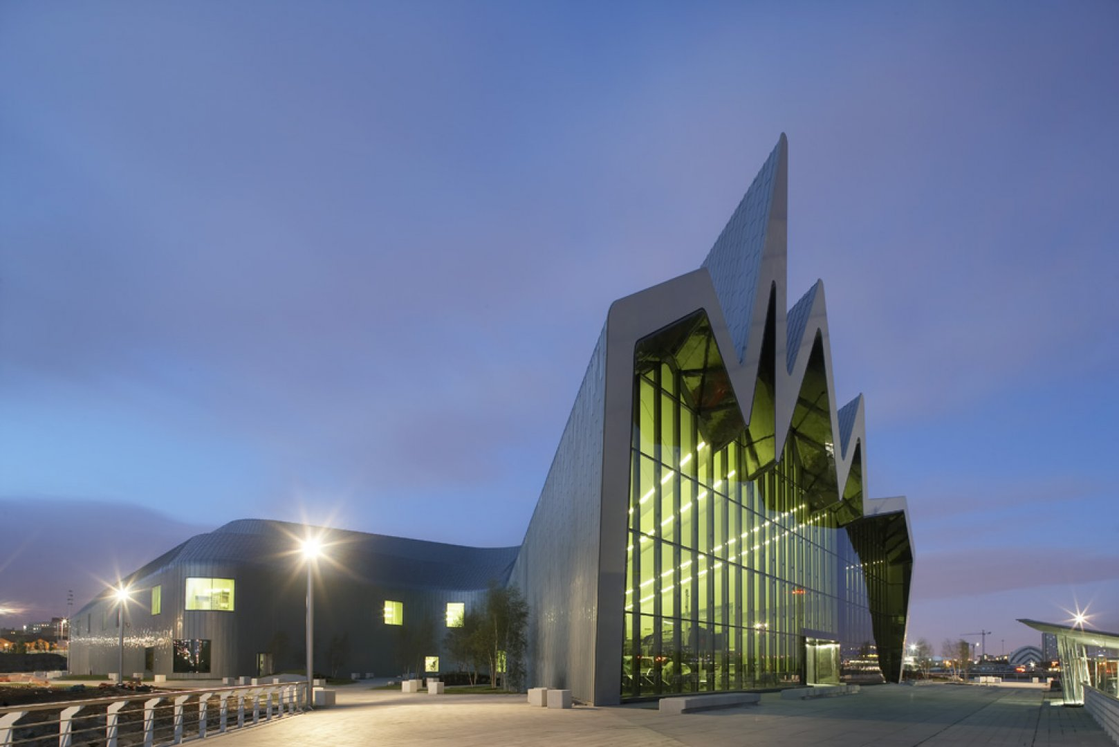 Riverside museum by zaha hadid architects for Architecture zaha hadid