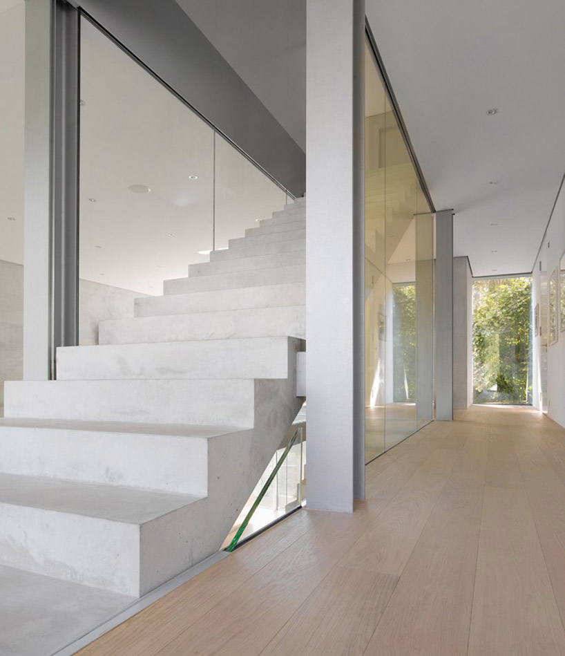 House r by christ christ associated architects for Associated flooring