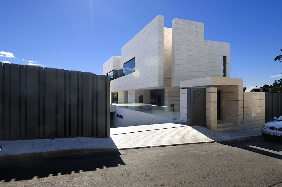 Simphony house by a cero for Arquitectura minimalista casas