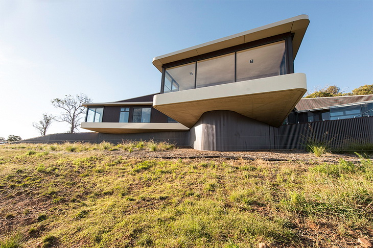 High country house by luigi rosselli architects - Maison cliff top luigi rosselli architects ...