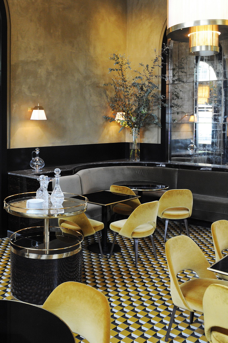 Renewal of le flandrin restaurant in paris redesigned by joseph dirand for Deco resto