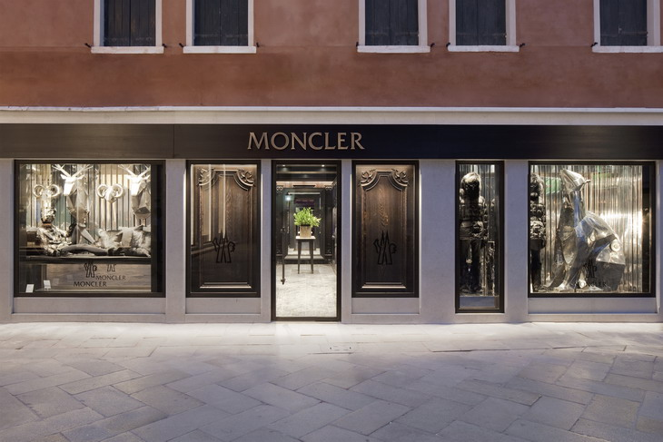 pretty nice abcff b4618 New Moncler Boutique in Venezia by Gilles & Boissier