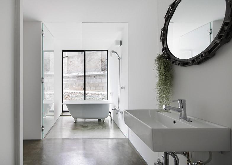 House-in-Miyake-by-Yoshio-Ohno-Architects_archiscene_784_3