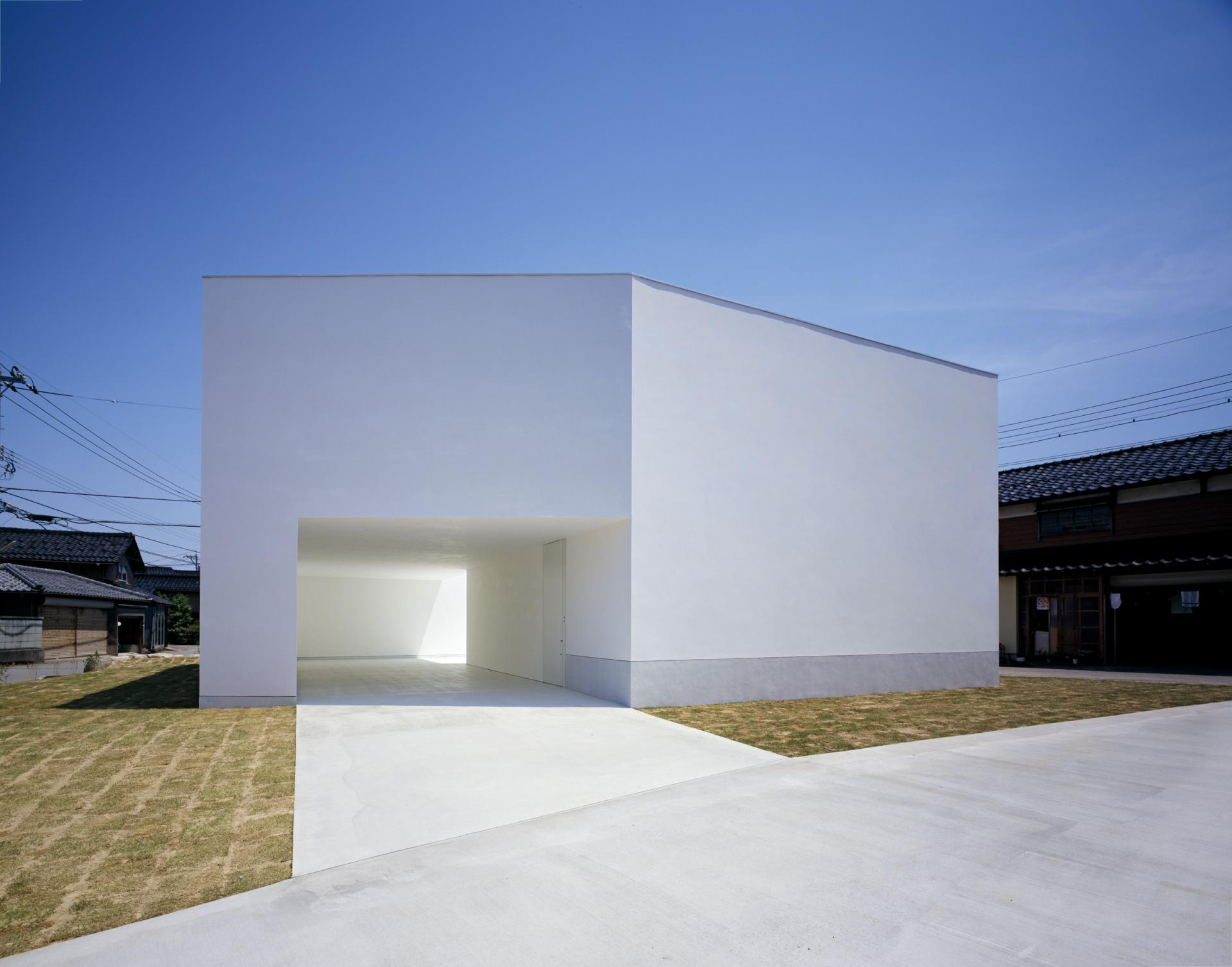 White cave house by takuro yamamoto architects for Minimal housing
