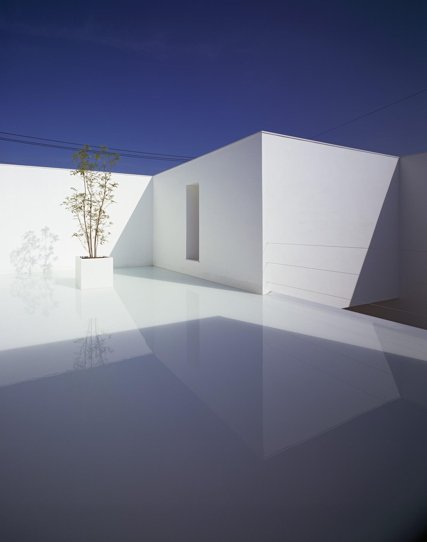 cave architects yamamoto takuro modern minimalist architect kanazawa concrete minimalism architecture japanese japan milk into bright courtyard perfectly integrated toilet