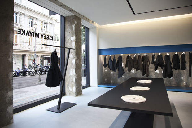 issey miyake london flagship by tokujin yoshioka. Black Bedroom Furniture Sets. Home Design Ideas