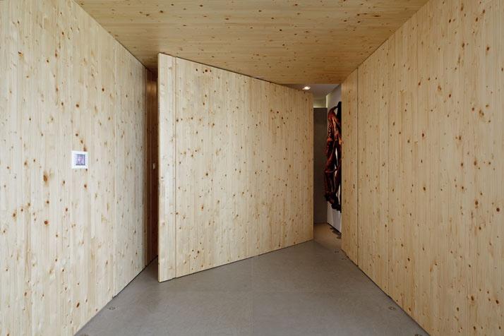 Artful Apartment 03