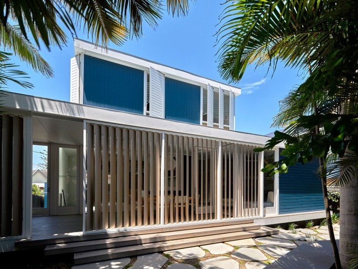 Luigi Rosselli Architects Beach House On Stilts 06