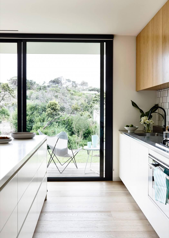 Timber and glass pavilion by inform design archiscene for Cocinas bonitas