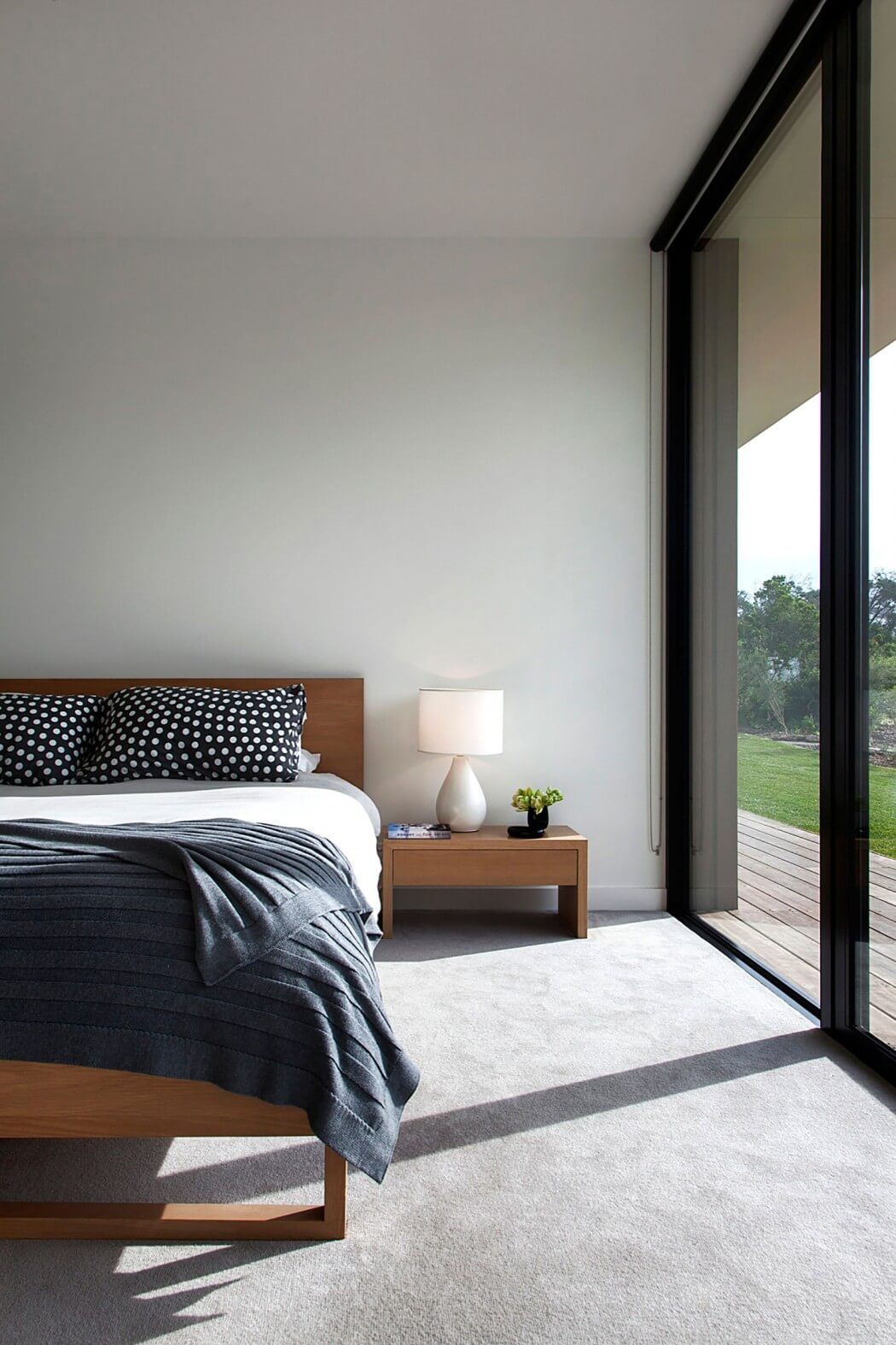 Blue And Gray Master Bedroom: Timber And Glass Pavilion By InForm Design