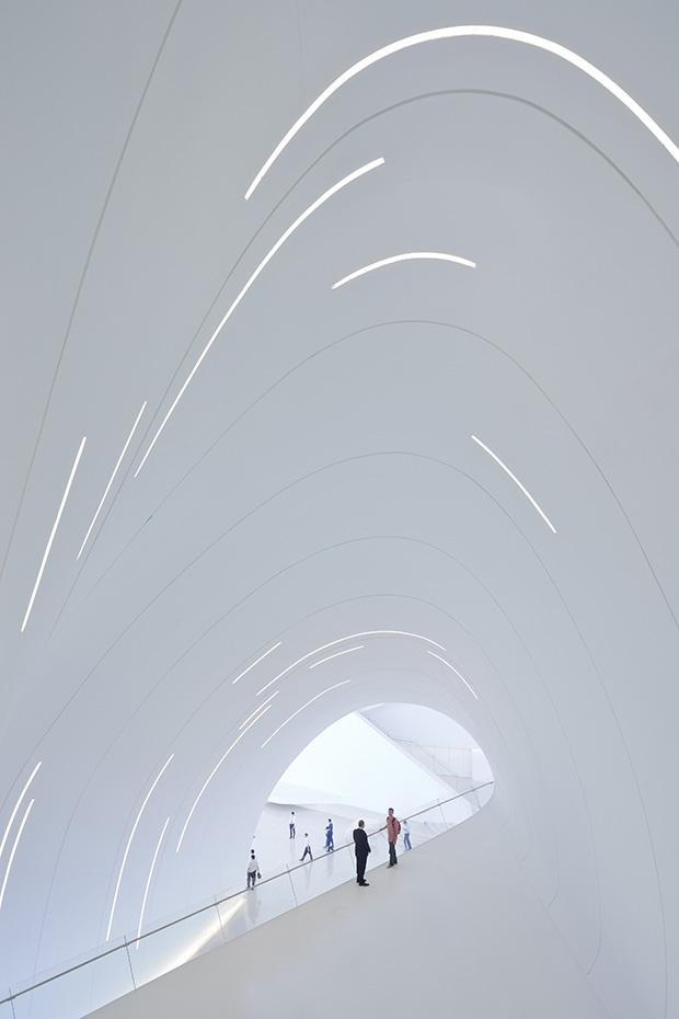02.-Heydar-Aliyev-Center,-Baku_photo-by-Iwan-Baan