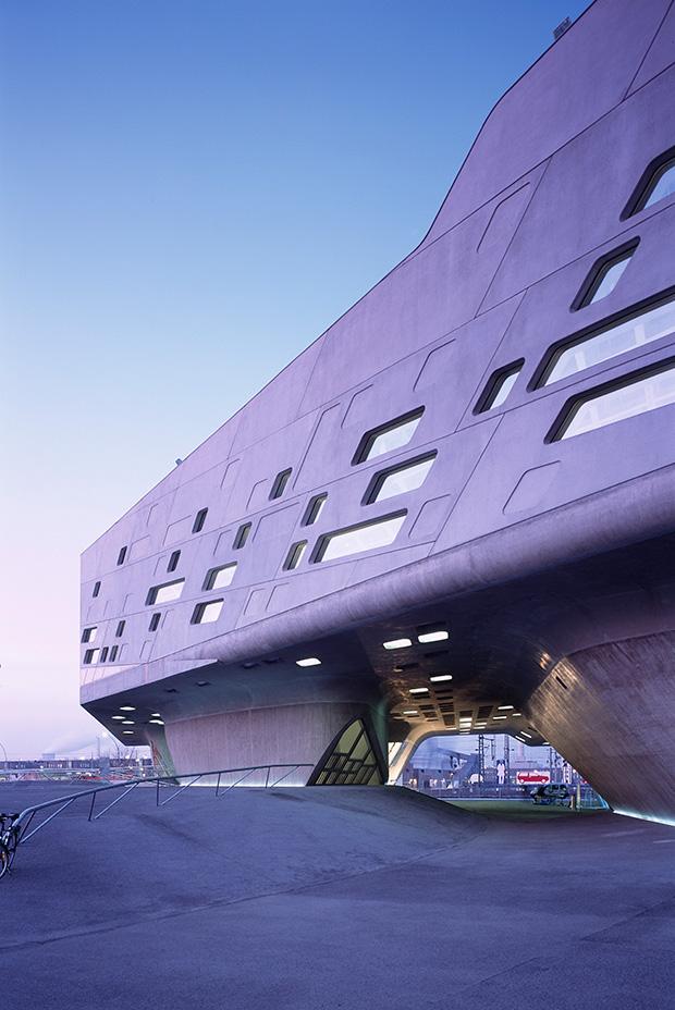 02.-Phaeno-Science-Centre_photo-Werner-Huthmacher