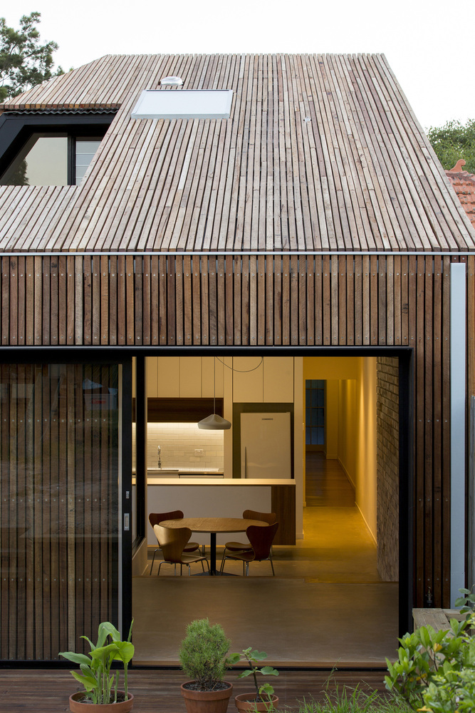 Cut away roof house by scale architecture archiscene for Contemporary timber homes