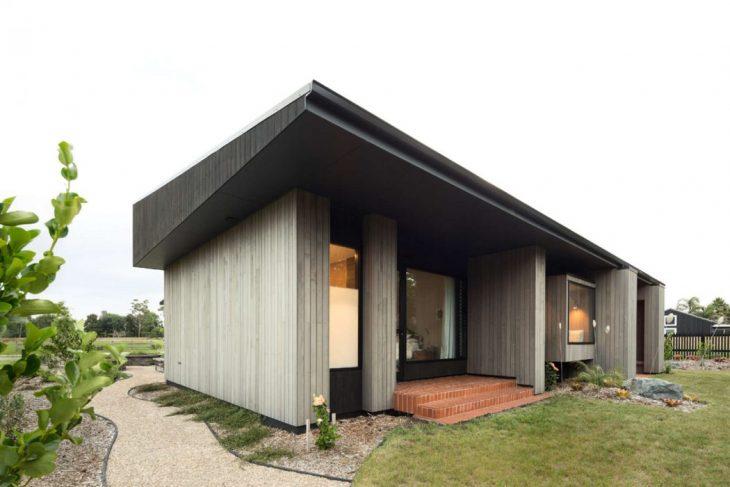 house-under-eaves-4