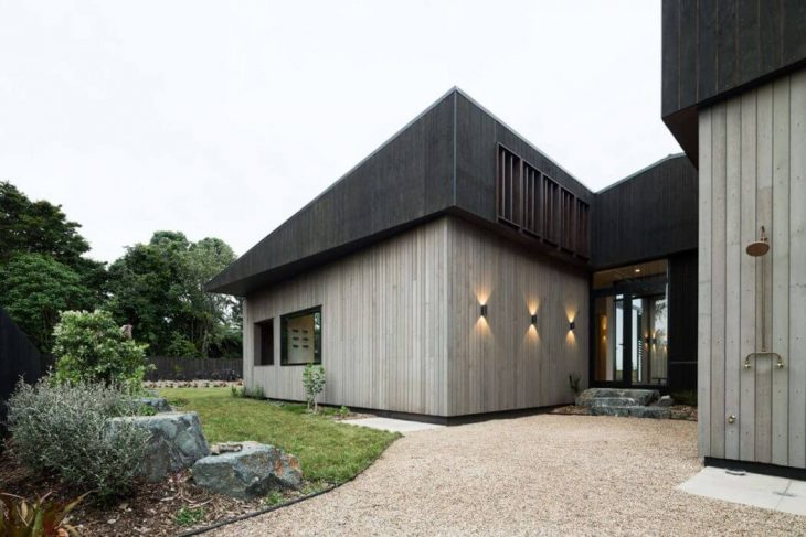 house-under-eaves-5