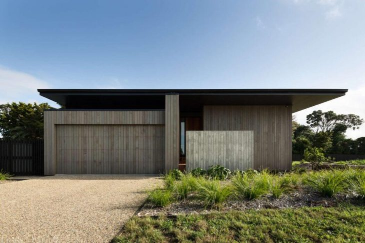 house-under-eaves-by-mrtn-architects
