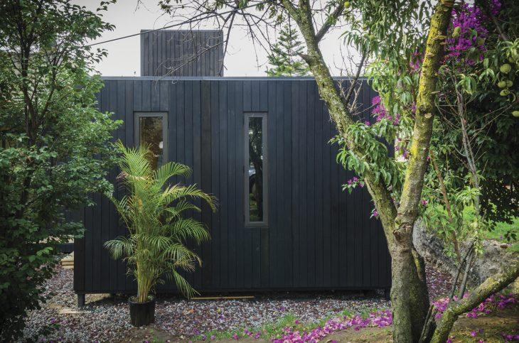 the-black-cabin-6