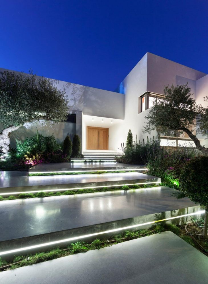 Massive renovation work on a house in saviyon including enlargement of the openings doors addition of spaces a new internal division that was precisely