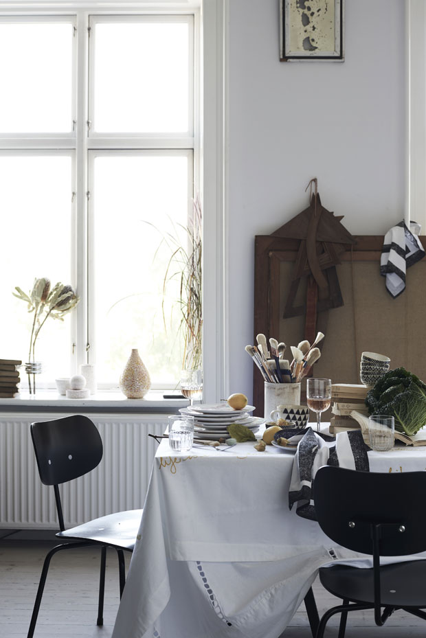 Wondrous Archiscene Guide How To Manage Decorating A Big House Download Free Architecture Designs Rallybritishbridgeorg