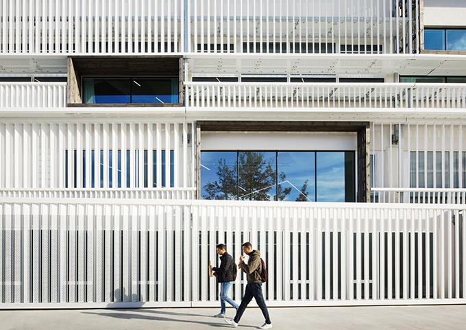Hexagone by Rémy Marciano Architecte