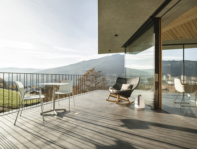 House on the Hill by MoDusArchitects