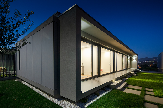 BOX XL Houses in Portugal by ZEGNEA