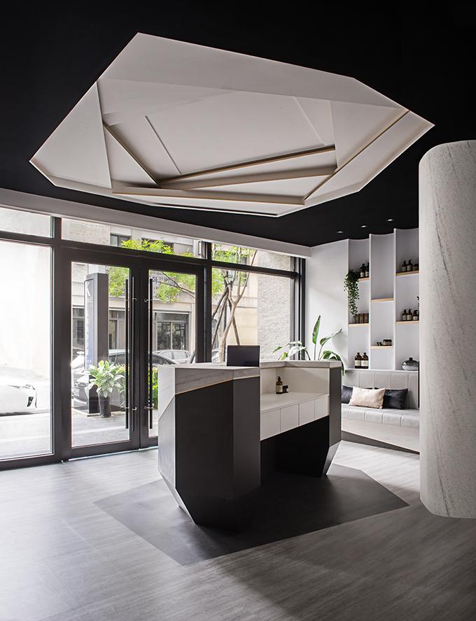 Mute White Salon by Han Yue Interior Design Co., Ltd.