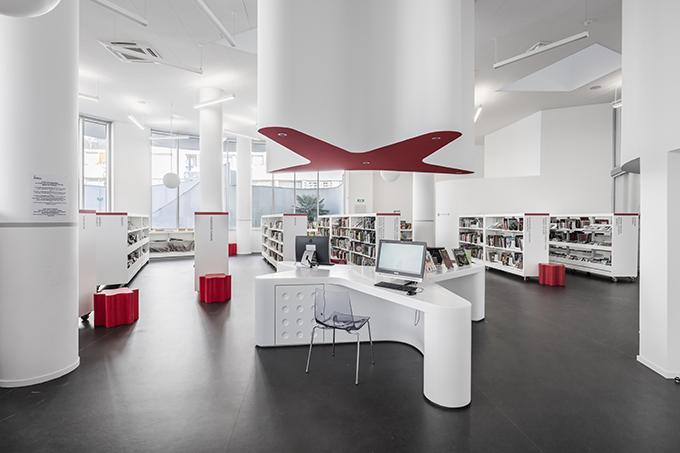 Vitrolles Media Library by Jean-Pierre Lott