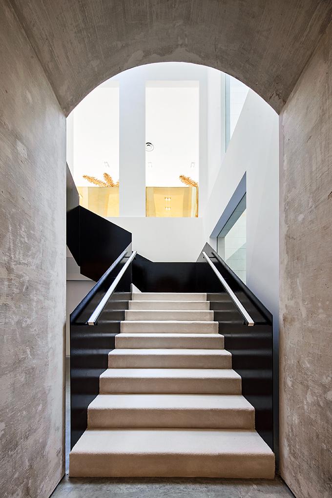 Darial Multidisciplinary Space in Barcelona by Djaba Diassamidze