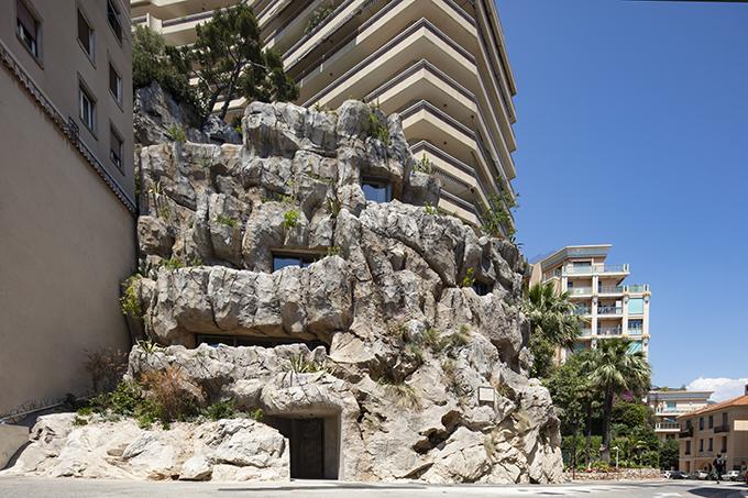 Villa Troglodyte by Jean-Pierre Lott Architecte