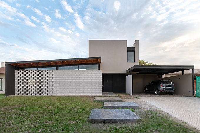 BSS House by Federico Urfer Arquitecto