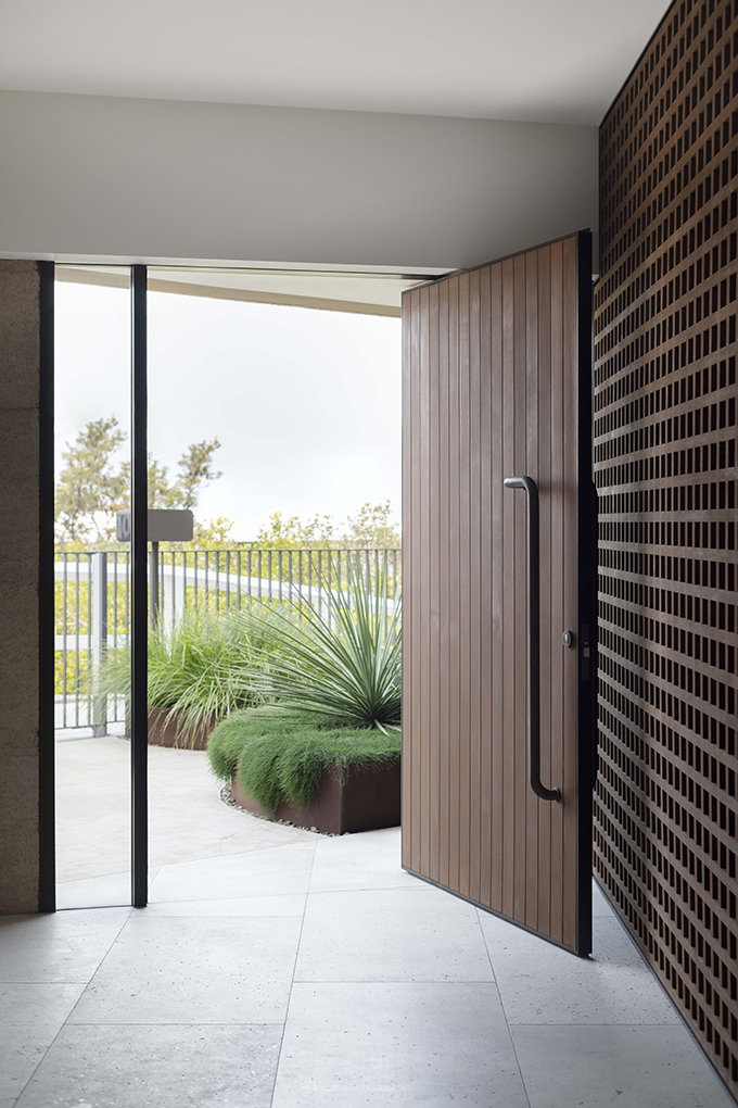 Pacific View Point by Luigi Rosselli Architects