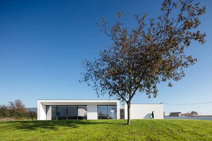 Galegos House by Raulino Silva Architect
