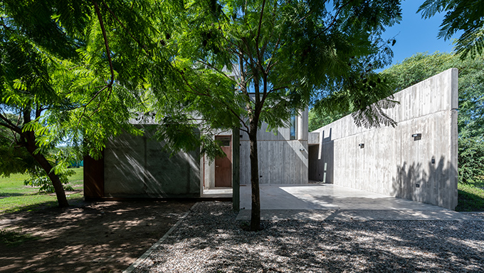 HOUSE IN VILLLA ALLENDE by Santiago Viale