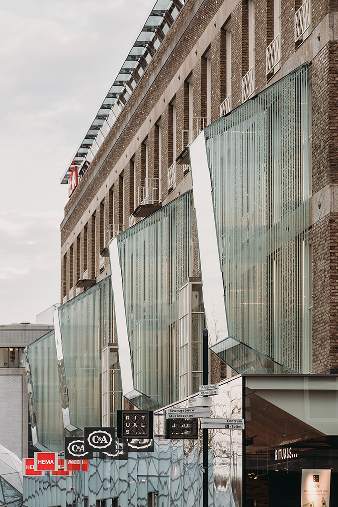 18 Septemberplein Renovation by UNStudio