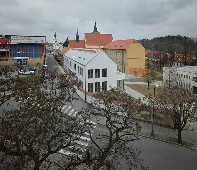 Gymnasium in a former Capuchin monastery by Atelier Tišnovka