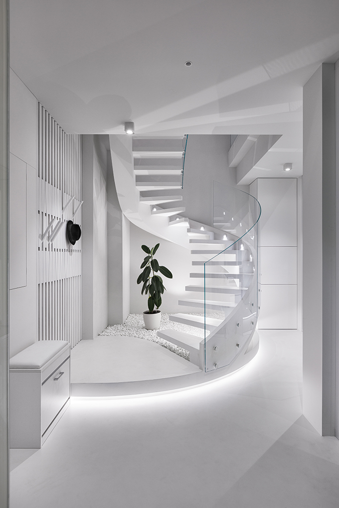 White Penthouse by Capital Construction