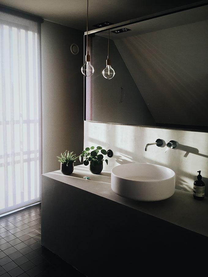 Wall Hung Vs Floor Mounted Bathroom Cabinets Archiscene