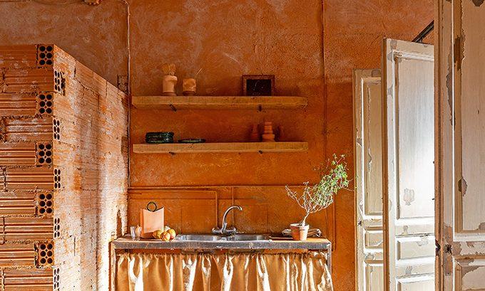 Iñaki Moreno's Workshop-House by Alex March Studio